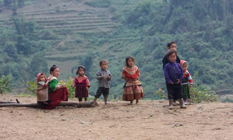 Enfant Hmong du Vietnam sur la Route de Dong Van - Photographe Muriel Marchais 2009