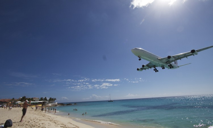 Saint-Martin- Airbus A340 Air France en approche / 01-Muriel Marchais.