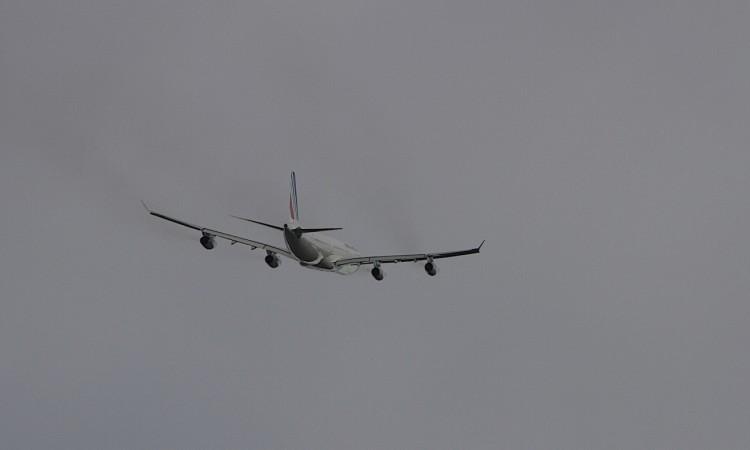 Décollage de Saint Martin. Airbus A340- Air France/01- - Muriel Marchais